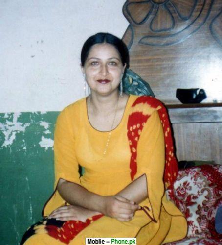 desi_aunty_desi_girls_mobile_wallpaper.jpg