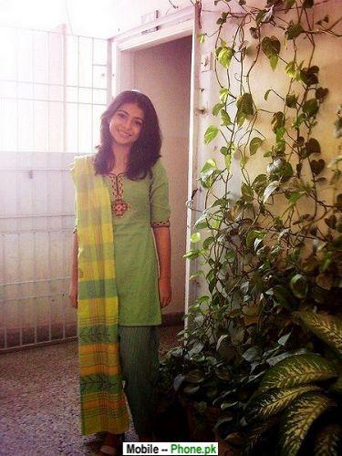 desi beautiful girl at home - Desi Home Pic
