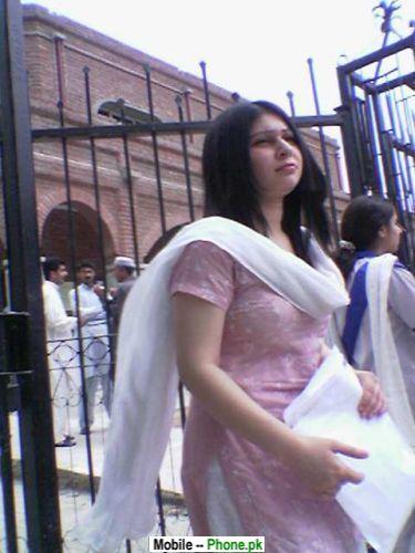 desi_girl_in_white_dopatta_desi_girls_mobile_wallpaper.jpg