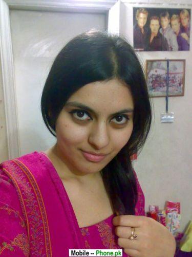 desi_sana_desi_girls_mobile_wallpaper.jpg
