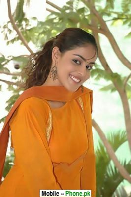 genelia_dsouza_bollywood_mobile_wallpaper.jpg