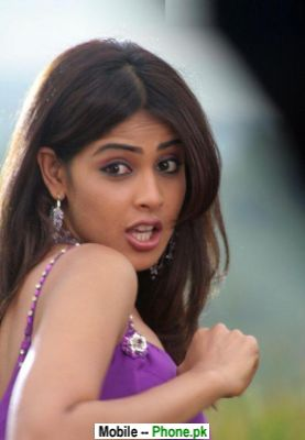 pretty_genelia_dsouza_bollywood_mobile_wallpaper.jpg