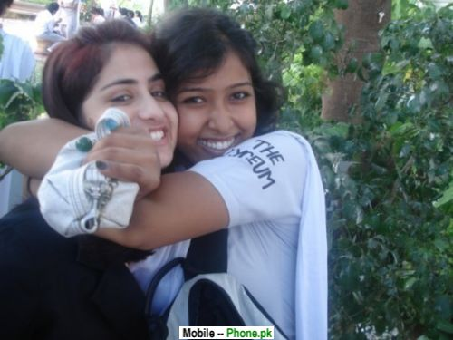 Tight hug desi girl wallpapers mobile pics - Tight hug wallpaper ...